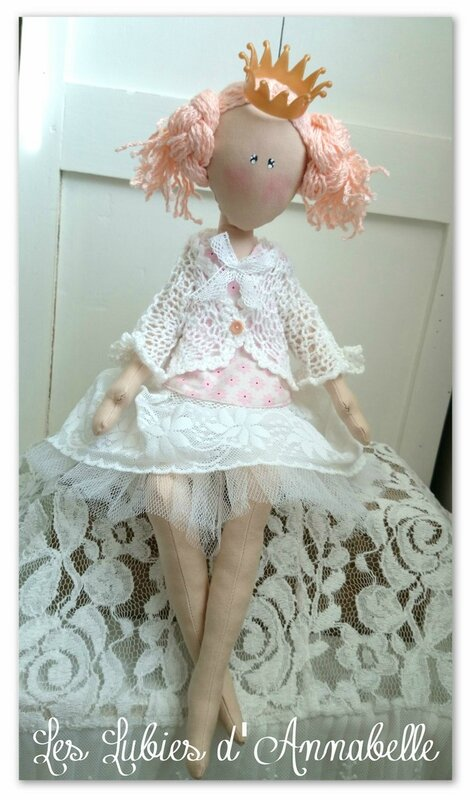 Poupée Assise style shabby juppon tulle