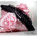 Coussin pour alliances en satin rose et noir accessoire de mariage fait main