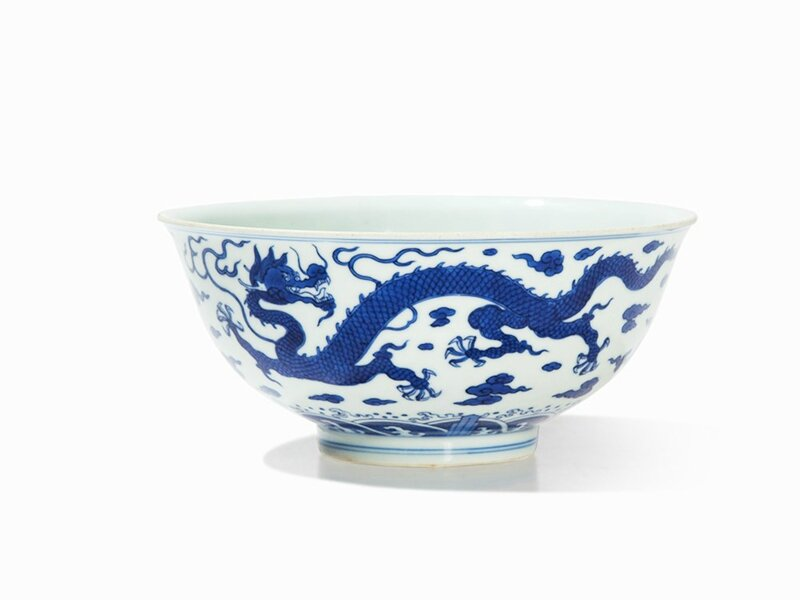Blue-and-White 'Dragon' Bowl, Zhiyuan Tang Hall Mark, Qianlong period (1736-1795)