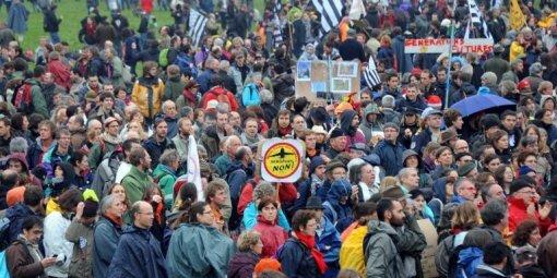 les-opposants-a-l-aeroport-lors-de-la-manifestation-du-17_480033_510x255