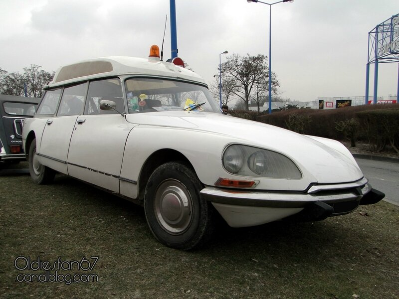 citroen-ds-ambulance-1