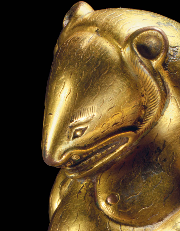 A superb gilt-bronze figure of a seated bear, China, Western Han dynasty (206 BC-AD 8) 2
