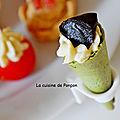 Amuse bouche cornet épinard garni de crème d'artichaut sur un fond de moutarde douce et ail noir au sommet