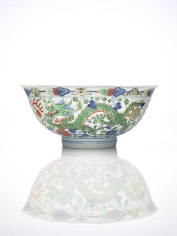 A Chinese wucai 'dragon and phoenix' bowl, Qianglong six-character seal mark and of the period. Photo Bonhams.