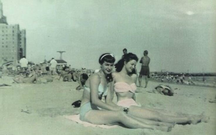 Bettie Page Coney Island1