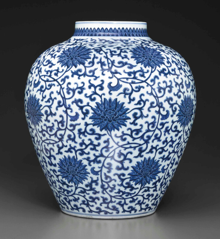 2014_NYR_02872_0949_000(a_large_blue_and_white_ovoid_jar_qianlong_six-character_seal_mark_in_u)