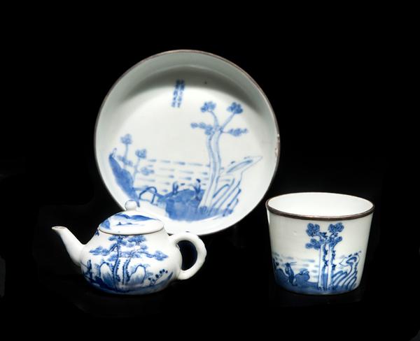 coupelle_coupe_et_petite_theiere_en_porcelaine_bleu_blanc_vietnam_1371470748673359