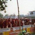 Moines dans les rues d'Amaravati