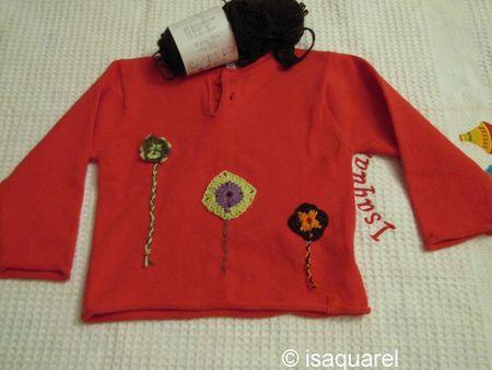 pull_rouge_fleurs_au_crochet3
