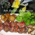 Brochettes poulet et pdt sirtema de noirmoutier et salade du jardin