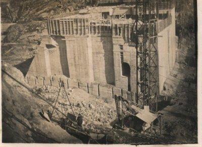 Secteurs centraux du barrage en construction