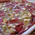 Clafoutis fraise - rhubarbe - tonka saupoudré d