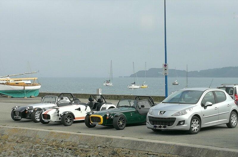 Le Fret, voitures sur parking