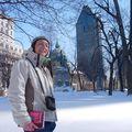 Lucie, la touriste, dans le centre de Montréal