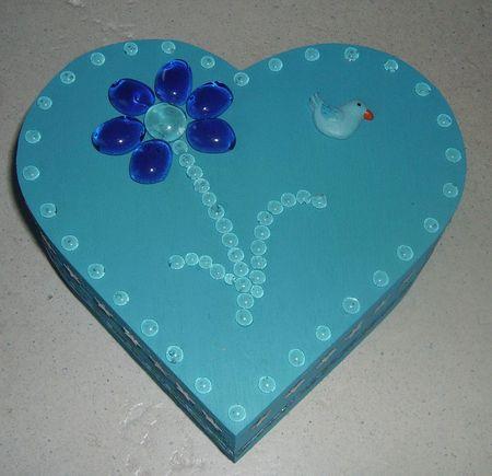 boite à bijoux coeur bleu pour petite fille dessus