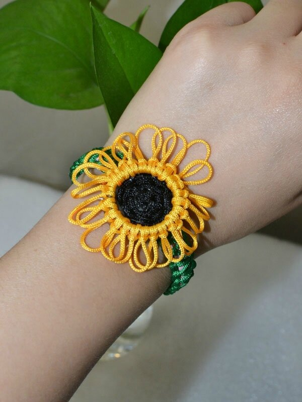 Pandahall Free Instructions on Making Charming Nylon Thread Braided Sunflower Bracelet (3)