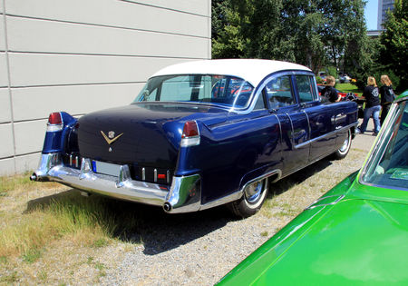 Cadillac_series_Sixty_two_4door_sedan_de_1955__RegioMotoClassica_2010__02