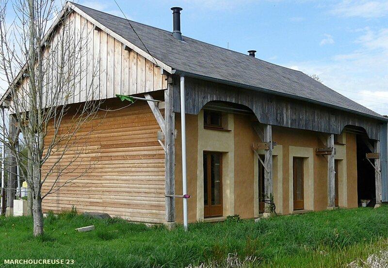 4-exterieur de la maison en paille