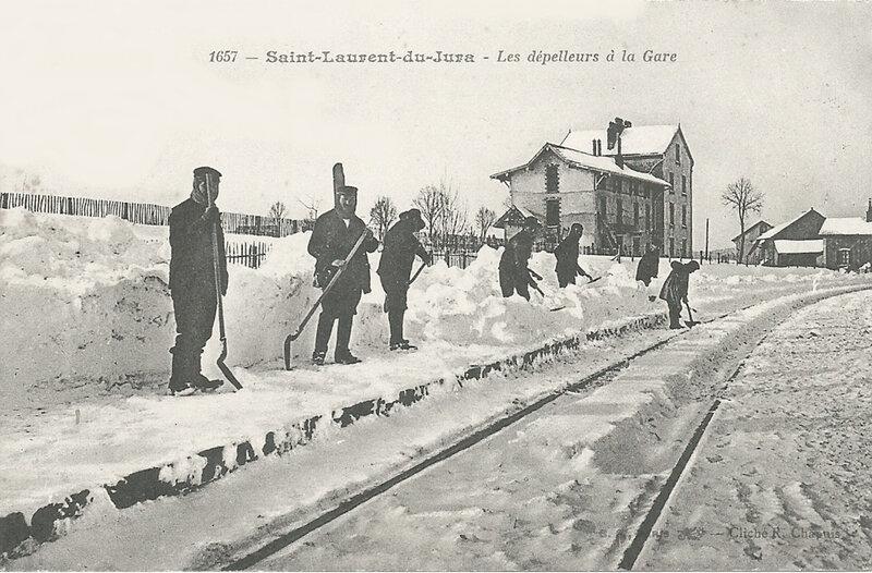 saint-laurent-du-jura-le-depelleurs-a-la-gare