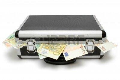 1441206-valise-pleine-de-billets-euro-isole-sur-un-fond-blanc