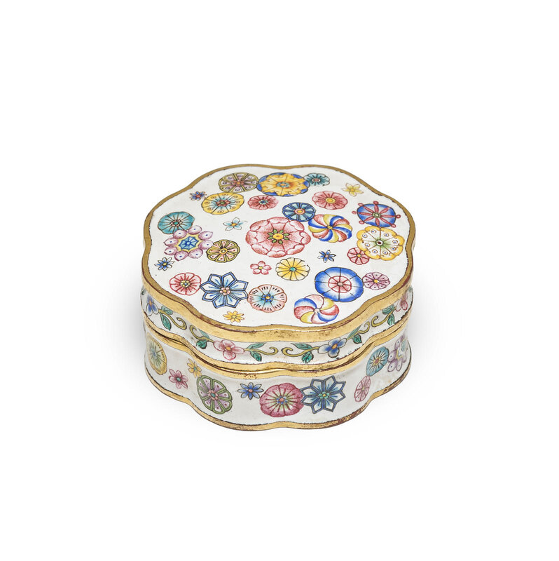 An imperial enamel 'Floral medallion' seal paste box and cover, Qianlong mark and of the period (1736-1795)