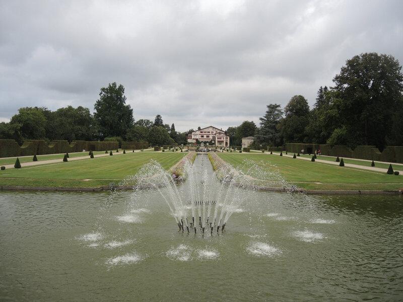 Cambo-les-Bains, villa Arnaga, la grande pergola, vue sur le canal (64)