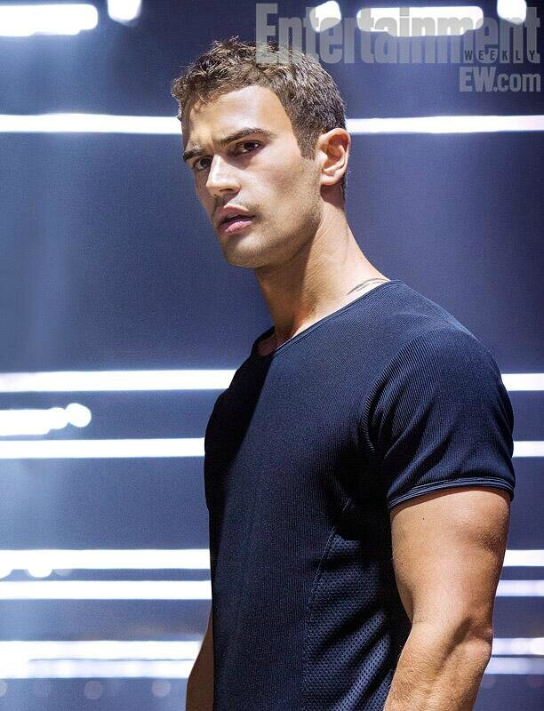 Four Divergent Movie Théo James