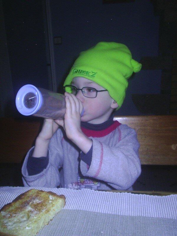 Théo avec son bonnet Shrek (3ans)
