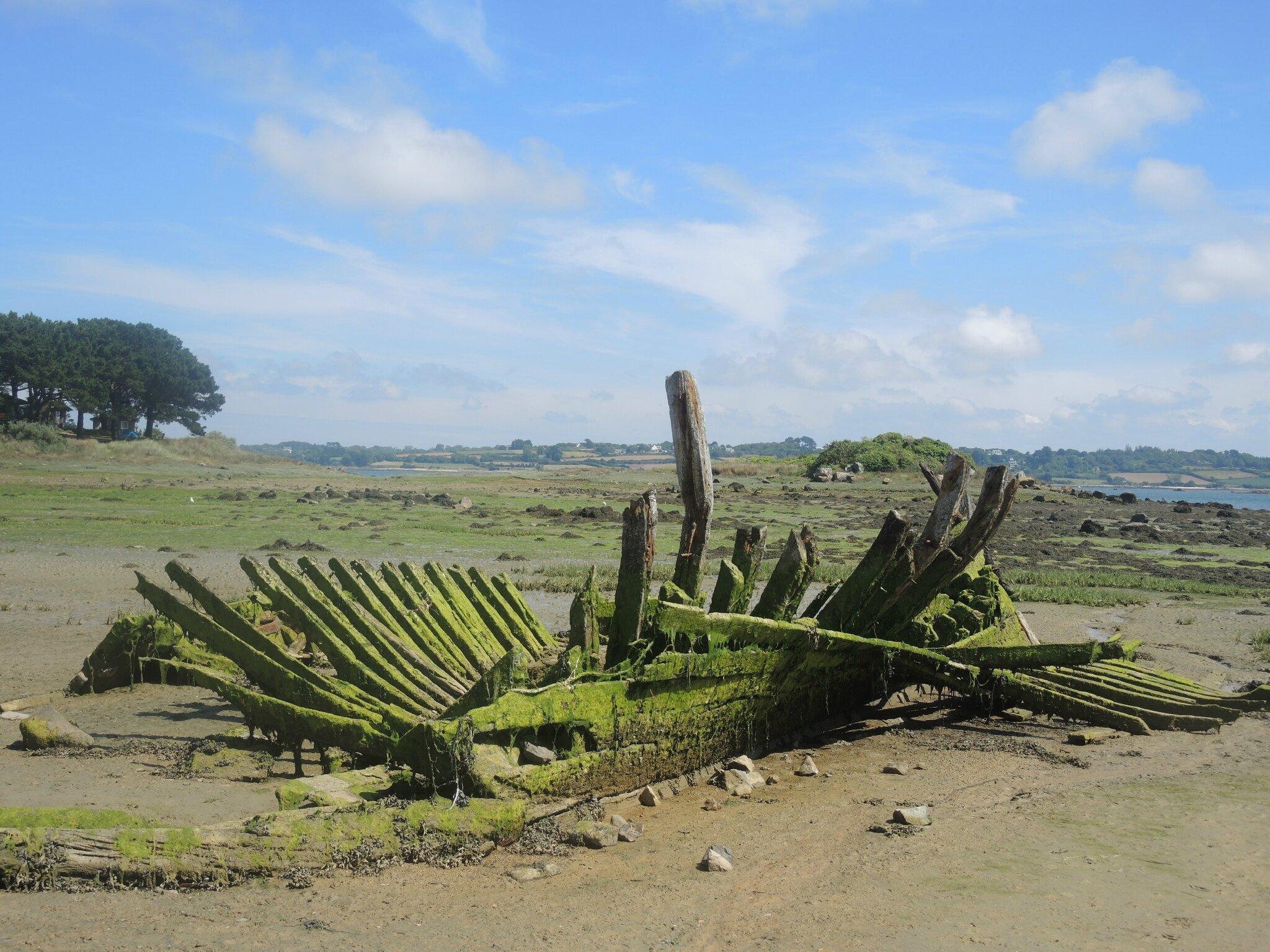 Plougrescant, Beg Vilin, cimetière de bateaux