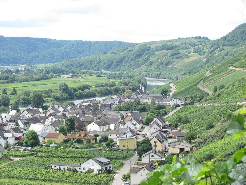 1024px-Kesten_and_Moselle_river