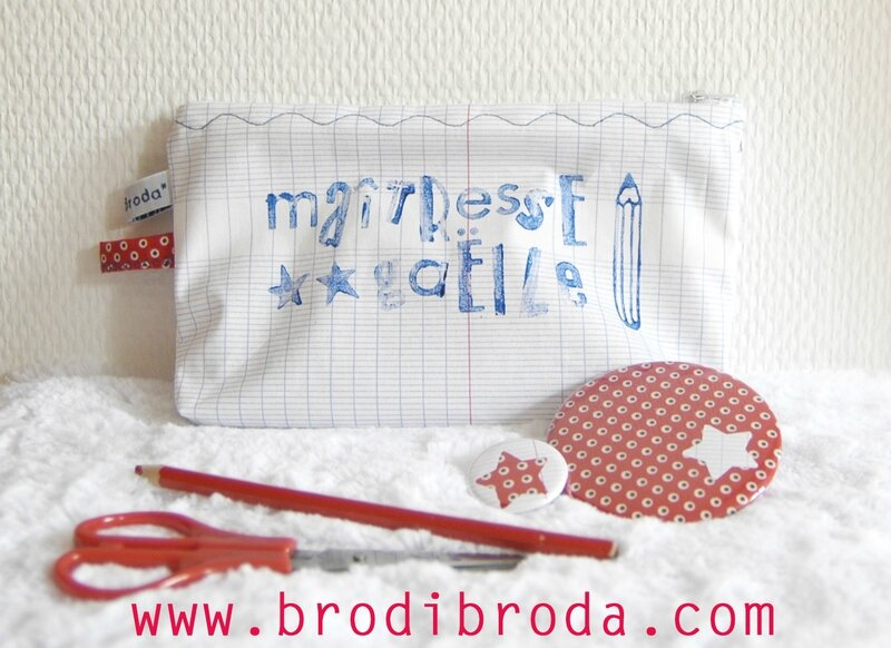 Brodi Broda-trousse-miroir de poche-badge personnalisé-cadeau maîtresse avec prénom3