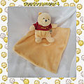 Doudou peluche winnie l'ourson mouchoir jaune t-shirt rouge disney baby