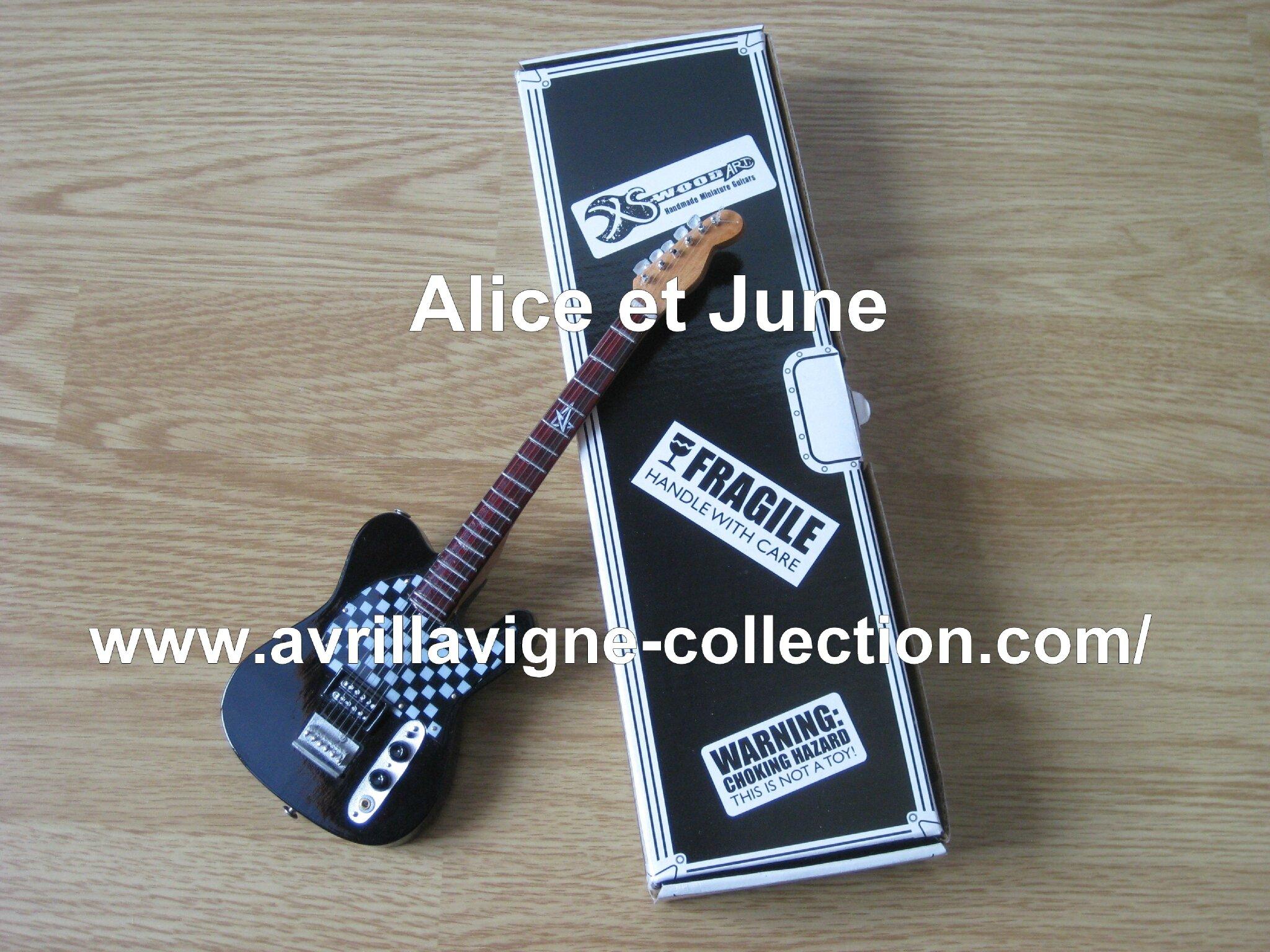 Guitare miniature-modèle Avril Lavigne Fender à damier