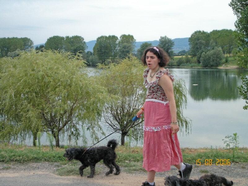 Elise avec Olga & Pepito au bord du lac belleville