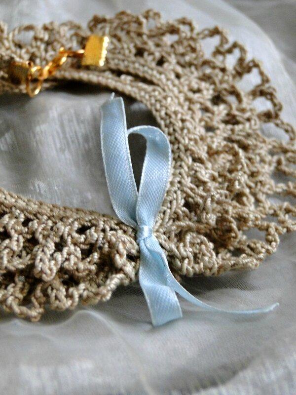 bracelet crochet beige et ruban bleu valérie Albertosi