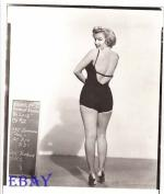 1952-04-01-MonkeyBusiness-test_costume-travilla-mm-011-2
