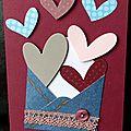 Carte de fête des mères avec envolée de coeurs et enveloppe façon jean