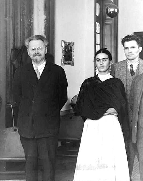Frida_Kahlo_and_Leon_Trotsky_in_Mexico