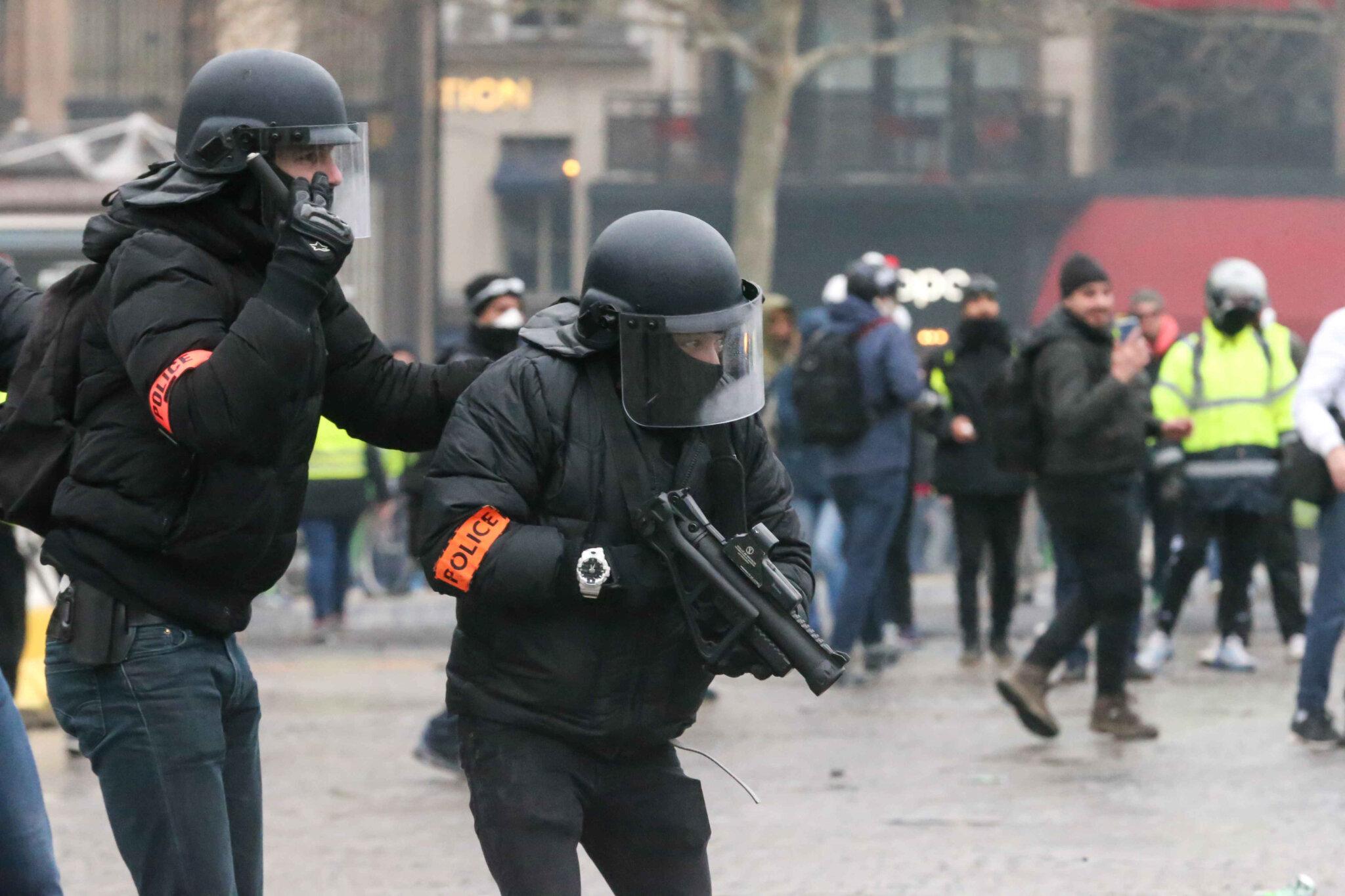 Le ministère n'oblige pas vraiment les policiers à filmer leurs tirs. © Michel Stoupak. Sam 26.01.2019, 16h31m24.