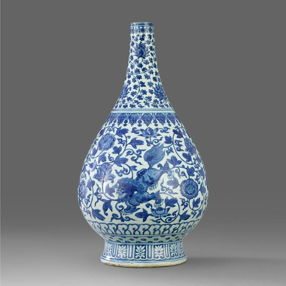 A Blue and White Pear-Shaped Bottle Vase, late Ming Dynasty, 17th Century. Photo Stockholms Auktionsverk