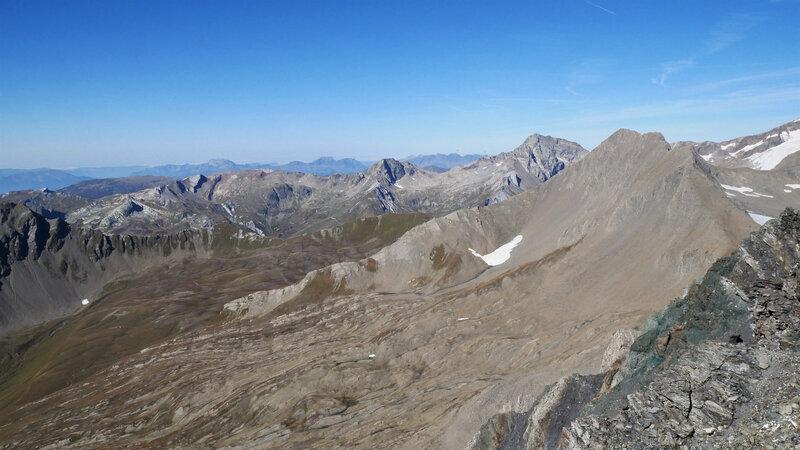La Tournette, Le Charvin, Les Aravis, La Tête Nord des Fours, l'Aiguille de Bellaval, Le Mont Tondu et La Pointe des Ouillons