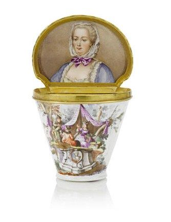 A_documentary_Meissen_silver_gilt_mounted_snuff_box_with_portrait_of_the_Electress_Elisabeth_Auguste_of_the_Palatinate__circa_1746_473
