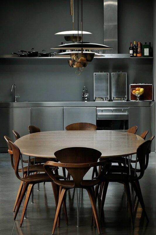 Couleurs-sombres-ambiance-cabinet-curiosites-design-milan-Charles & Ray Eames (7)