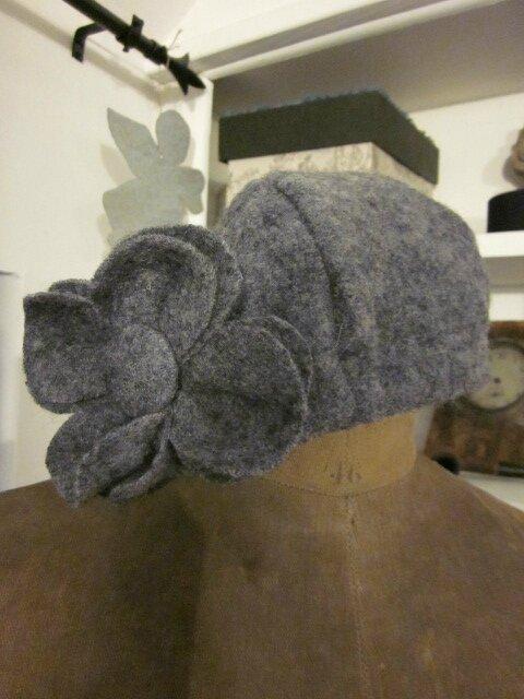 Chapeau AGATHE en laine bouillie gris claur chiné (1)