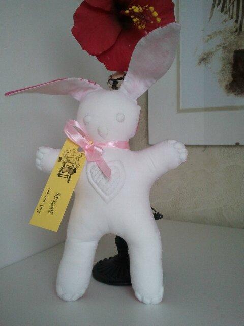 Un doudou lapin de Jacqueline