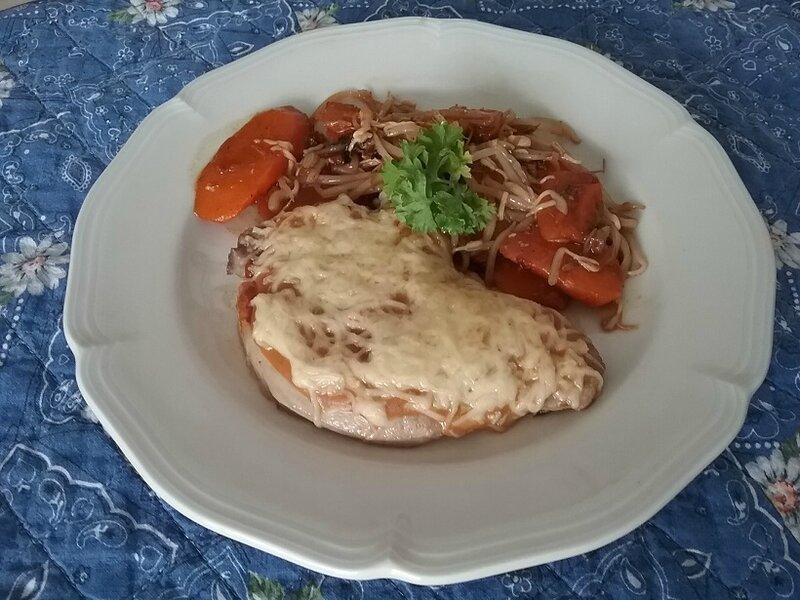 Côtes de porc gratinées aux carottes et pousses de soja