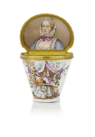 A_documentary_Meissen_silver_gilt_mounted_snuff_box_with_portrait_of_the_Electress_Elisabeth_Auguste_of_the_Palatinate__circa_1746_471