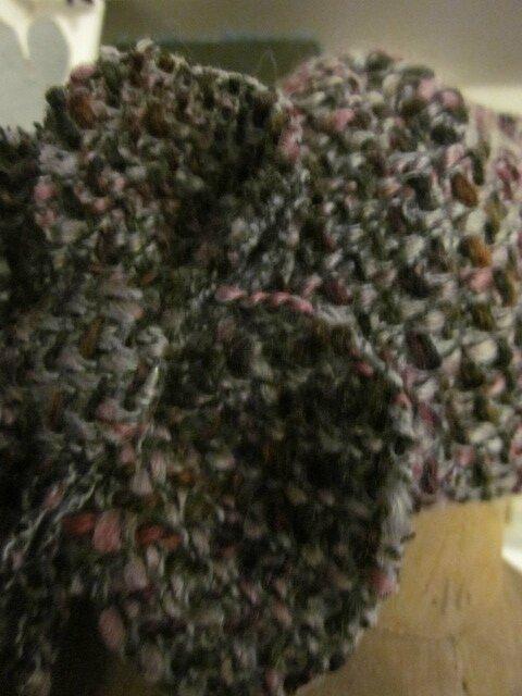 Chapeau AGATHE en lainage chiné gris et rose avec fleur (3)