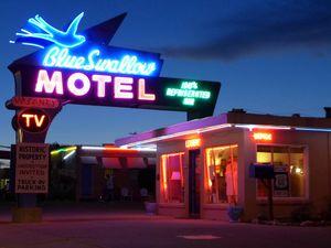 Blue Swallow Motel (1024x768)