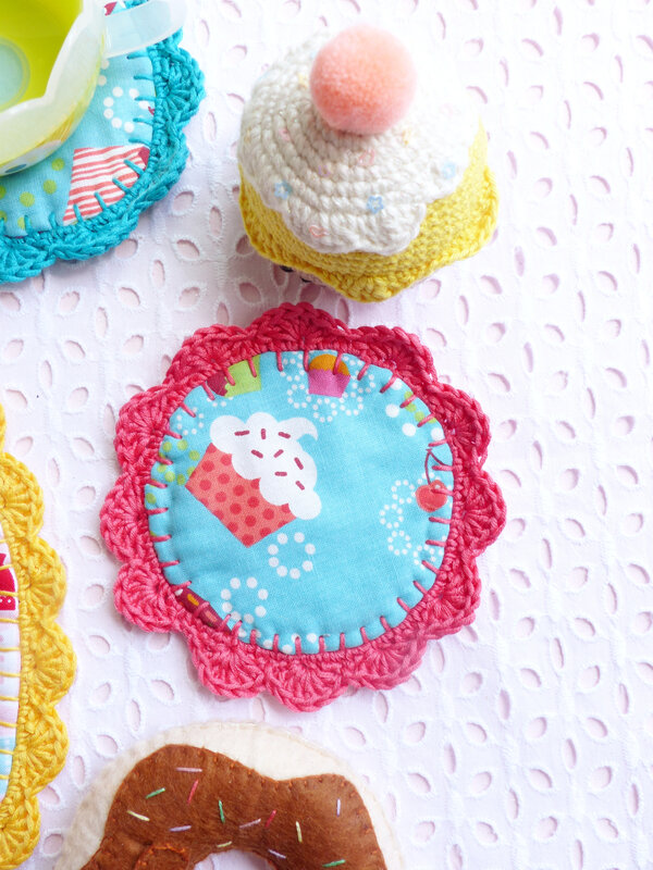 diy-dessous-theiere-tissu-crochet-32